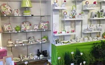 Articles de décoration au sein de la boutique de fleurs et déco Dany Fleurs à Aigurande (36)